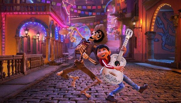 Lokal stemme: Markus Rosså har stemmen til Miguel (til høyre) i den kinoaktuelle Pixar/Disney-filmen «Coco».
