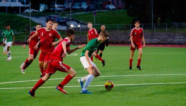 MÅLSCORER: I sine lyseblå fotballsko er Halvar Christian Vikse en scoringsmaskin for Ås G15. Mot Trosvik scoret han seks ganger, og han hadde en utrolig evne å komme til med godfoten.