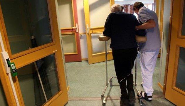 – Nå skal det skytes inn at en sykehjemsplass heller ikke kommer som en gave. Den kommer med en meget solid regning.