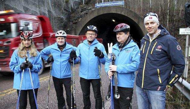 På rulleski i 2015: F.v.: Ellen Eriksen (FrP), Rune Hogsnes (H), Hans Hilding Hønsvall (KrF), Kåre Pettersen (V) og organisasjonssjef Bjørn Lauritzen fra Vestfold idrettskrets, mente i 2015 at «Holmestrand skitunnel 2018» kunne være et godt steg nærmere med konklusjonene i rapporten fra Norconsult. Foto: Pål Nordby