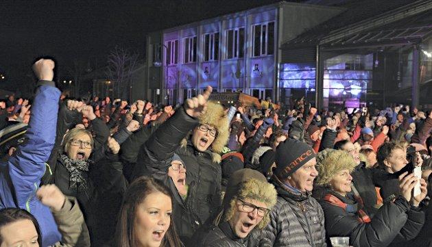 HER VAR DET LIV: Mange lot seg rive med av D.D.E.s konsert lørdag kveld. FOTO: Christian Mauno