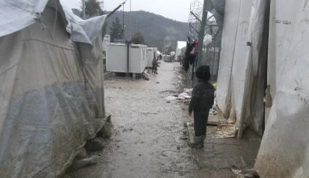Venting og nød i leirene på Lesvos.