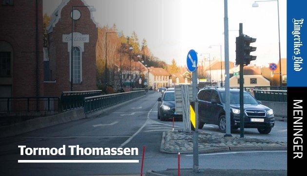 NY: – En ny bru vil bli en naturlig forlengelse av Kongens gate samt en enklere sammenknytning av Strandgaten og Hønengaten, skriver Tormod Thomassen.