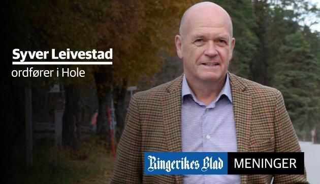 FOR ALLE: – Da jeg ble ordfører, var det lett for meg å tone ned Hole Høyre-flagget, nettopp for at jeg ønsket å bli oppfattet som en ordfører for alle, skriver Syver Leivestad.