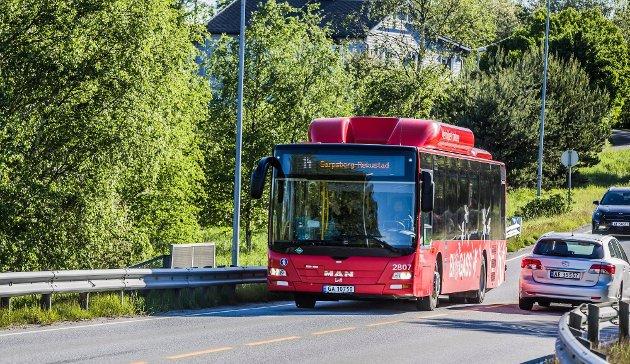 Pål Porsmyr og Magnus Schaft mener at busstilbudet i Sarpsborg-distriktet bør dobles. (Foto: Vetle Granath Magelssen)
