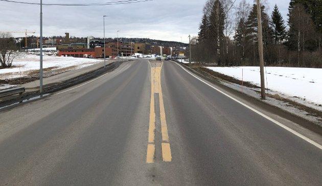 SKRINLEGGER SLØYFA: Nittedal Høyre ber om at alle partier nå setter seg ned og ser på riksvei 4 med nye øyne. Lang tunnel er det eneste riktige, mener partiet.