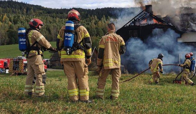 ALLTID BEREDT: – Landets brann- og redningstjenester har drøyt 12.000 ansatte, hvorav 8000 jobber deltid. Det betyr at de har en annen fulltidsjobb. Når alarmen går, slipper de det de har i hendene og rykker ut, påpeker artikkelforfatterne.