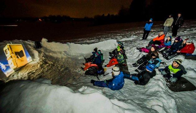 Onsdag kveld hadde Ås-speidernes ulver møte i en snøborg på Frydenhaugjordet, hvor flokken ble vist film.