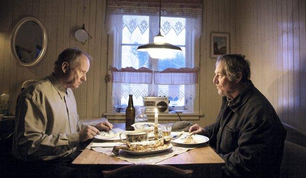 Nydelige: Trond (Stellan Skarsgård) og Lars (Bjørn Floberg) møtes igjen etter 50 år og et liv som ikke ble slik noen av dem hadde tenkt. Dynamikken mellom de fåmælte, aldrende mennene er et nydelig stykke skuespillerkunst. foto: nordisk film