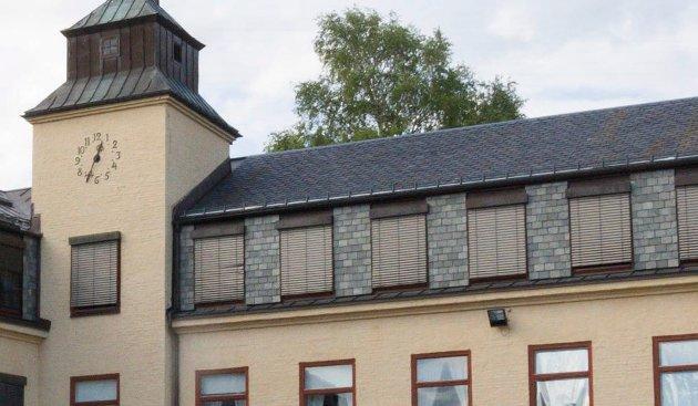 OPPGRADERING: - Kommunen burde gått foran med et godt eksempel og oppgradert Hønefoss skole, hvis de mener at andre skal kunne sette i stand gamle bygninger, skriver Håkon Aasen.