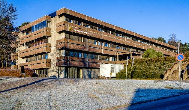 Det har ikke vært lett for Sarpsborg kommune å selge Tune administrasjonsbygg – gamle Tune rådhus. Harald Rønneberg mener at de positive effektene ved å flytte 100 kompetansearbeidsplasser til sentrum må tas med i betraktningen. (Foto: Johnny Helgesen)