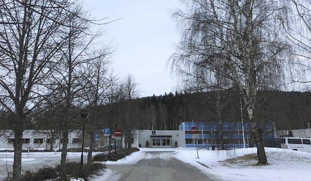ALARM: Mobbealarmen går ved Skarnes videregående skole.