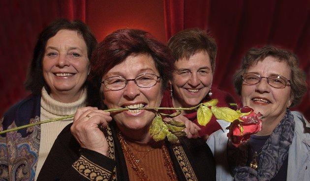 2003: Kvinnesakskvinner reagerer på mannsjåvenisme på trykk i DT. Eva Stabæk (t.v.), Ingrid Ross Solberg, Gunhild Ramm Reistad og Elsa Pettersen er langt fra triste og skulende. De sørger for en blid festivitas på kvinnedagen.