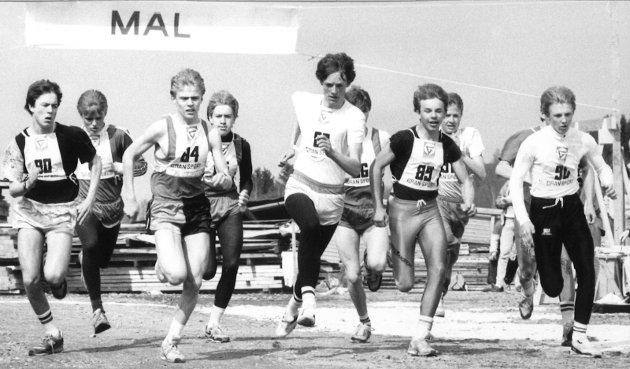 1990: Starten har gått for gutter født 1974 i Sagatangen rundt i 1990.