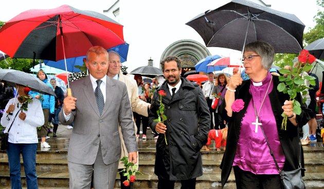 I ROSETOG: Khalid i Hamar 22. juli 2012 sammen med Knut Storberget (til venstre), Stange-ordfører Nils A. Røhne og biskop Solveig Fiske.FOTO: Bjørn-Frode Løvlund