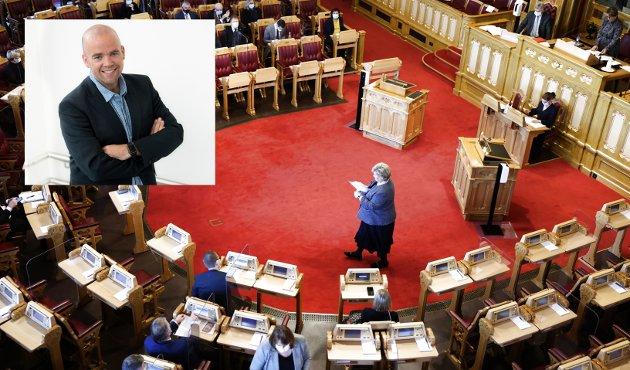 NYE TILTAK: Statsminister Erna Solberg informerte Stortinget om nye koronatiltak torsdag, før hun litt senere ga samme informasjon under en pressekonferanse