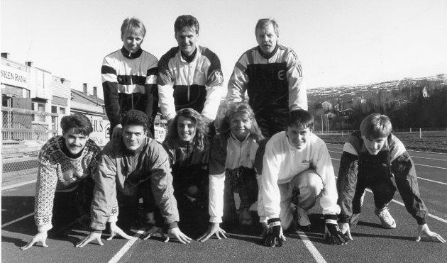Sprint- og hoppgruppa med trenerne Tommy Hanssen, Gunnar Moe, og Tor Pettersen bak. Foran (f.v) Ronny Øverli, Terje Skonseng, Torill Valla, Linda Sæther, Thomas Svinåmo og Bjørn Rune Sørensen. Merethe Myrvang og Terje Aasgård med flere mangler på bildet. 12. mai 1990.