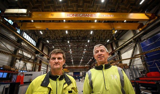 Jonar Hansen (t.v.) og Trond Kristiansen i Konecranes har hele Nord-Norge som arbeidsområde.