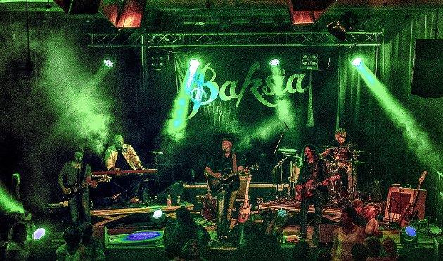 I ny drakt: Fronsbandet Baksia har laget en nyinnspilling av det 40 år gamle og legendariske albumet «Dølalåt» med popgruppa Asbjørn. arkivfoto