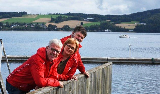 VALGLØFTE: Tom Svellet, Anne Thoresen og Tor Arne Hauge lover at det blir el-ferje på Mjøsa.