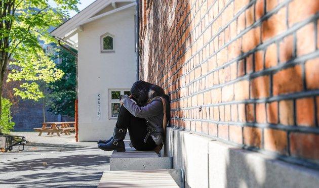 «Vær raus»: Selv den som bruker all sin ledige tid på sosiale medier kan være ensom, skriver innsenderen som tar opp hvordan ensomhet blant unge  påvirker den psykiske helsen. Illustrasjonsfoto: NTB scanpix.