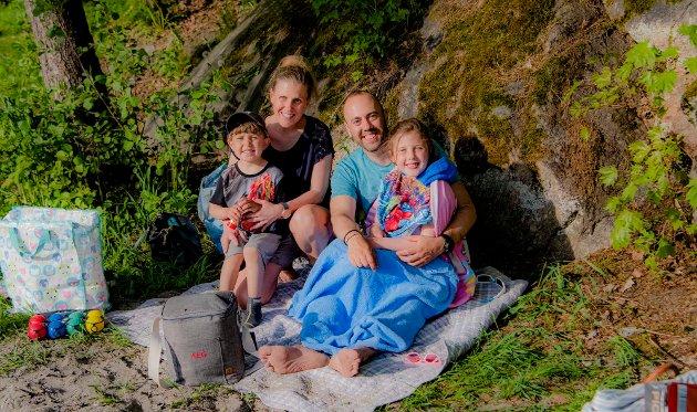 Anette Clausen og Christian Nævdal med barna Håkon (3) og Hedvig (7) bor på Langhus. De bruker Breivoll-området sånn innimellom. Da tar de både middag, kveldsmat og kveldsbad der før de drar hjemmat til bopelen på Langhus.