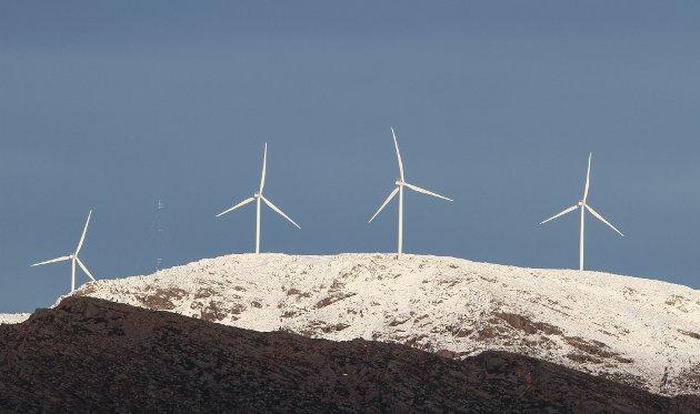 EIT GODE: Bremanger kommune sine inntekter frå vindkraft vil gjere kommunen meir attraktiv for unge som ønskjer å satse framtida si der, skriv ei gruppe unge lesarar i dette innlegget. Her ser du vindmøller på Guleslettene.