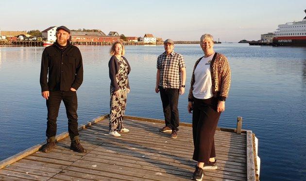 Fra venstre: Stortingskandidat Geir Jørgensen, styremedlem Lena Mari Myrheim, valgkampansvarlig Andreas Tymi og partisekretær Benedikte Pryneid Hansen fra Rødt. Bildet tatt i Svolvær.