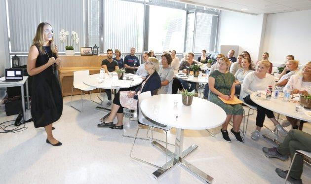 Adalheidur Sigurdardottir fra Ski har holdt foredrag om den autistiske datteren sin på Island i flere år. Nå skal hun begynne i Norge også. Tirsdag 14. august 2018 holdt hun foredrag på plandagen for lærerne på Finstad skole, som har gitt familien utrolig god hjelp.