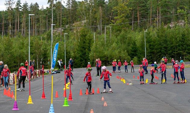 Flere av klubbens unge utøvere var på plass da Fredrikstad Skiarena hadde offisiell åpning.