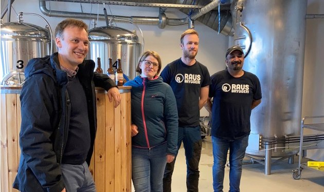 Bård Ludvig Thorheim og Marianne Dobak Kvensjø, 1. og 2. kandidat for Nordland Høyre, her på besøk hos Raus bryggeri på Nesna.