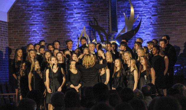 Musikklinja (her skolekoret fra julekonsert med dirigent Ingvild Hasund).
