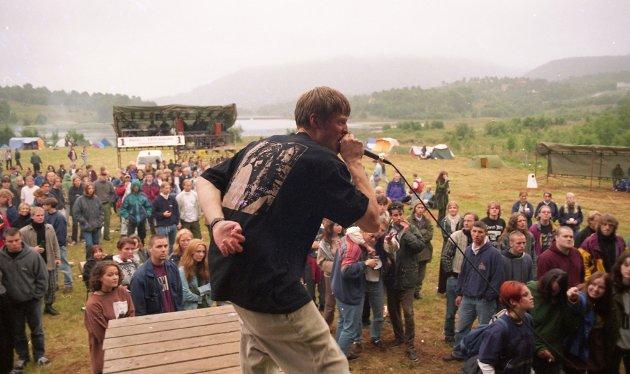 Bolgstock 1995. Dette var andre året festivalen ble arrangert og rundt 1.000 ungdommer besøkte festivalen.