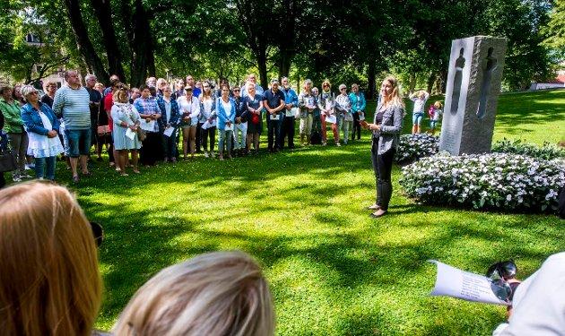 Tale: Malin Krå Simonsen holdt tale i Lykkebergparken 22.juli. Foto: Erik Hagen