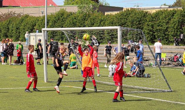 Snart i gang for fullt: En rekke lag i barne- og ungdomsfotballen teller nå dager til kampene skal starte for fullt.
