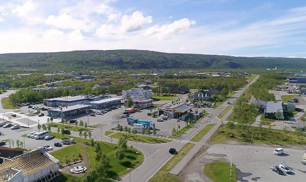 MØTES I TANA BRU: Alle veier leder til Tana bru. Det er i hvert fall nær sannheten i Øst-Finnmark, der veiene fra Karasjok, Ifjord, Båtsfjord, Berlevåg, Vadsø og Sør-Varanger møtes.