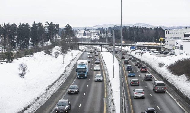90 KM: Innsenderen håper Statens vegvesen beholder dagens fartsgrense gjennom Lørenskog. ILLUSTRASJONSFoto: Torstein Davidsen
