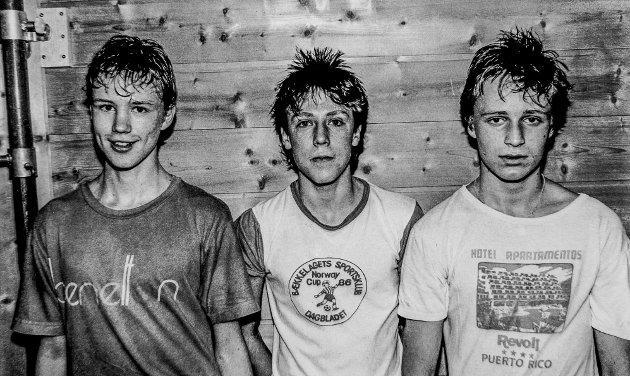 Tre unge fotball-talenter fra Sannidal. Senere var alle tre med på å løfte Sannidal til å bli Kragerøs beste A-lag i fotball. Fra venstre Pål Heimdal, Ove Heimdal og Terje Michelsen.