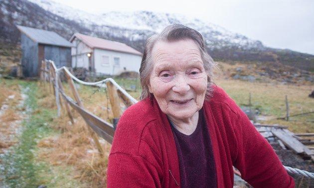 GODE LIV: - Jeg kunne ikke hatt et bedre liv enn med familien og sauene mine her på Seiland, sier Emma Johannessen.