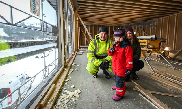 Eirik Fiskkjønli (31) og Ellen Hovind Hjelmdal (33) bestemte seg for å flytte hjem til Rana etter Hjelmdal ble gravid med datteren Ada.