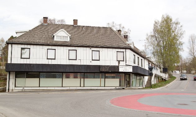 Skyrudbygget: Todelt eierskap. Hjørnet mot rundkjøringa eies av Borten Eiendom AS, mens DB Eiendom eier den delen som går langs Storgata.
