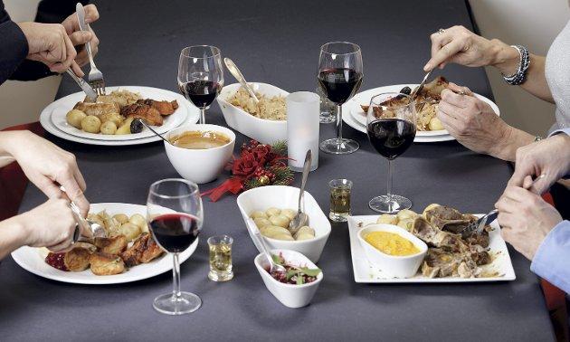 Sammen rundt bordet:  Å spise mat sammen gir mange gode opplevelser.  Illustrasjonsfoto: Scanpix