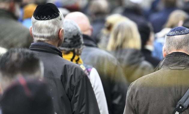 Det må være lov å kritisere og kjempe mot staten Israels handlinger uten å bli beskyldt for å nøre opp under jødehat i Norge, skriver Einar Ingebrigtsen. Bildet er fra en kippavandring i Malmö i fjor, etter flere angrep på jøder.