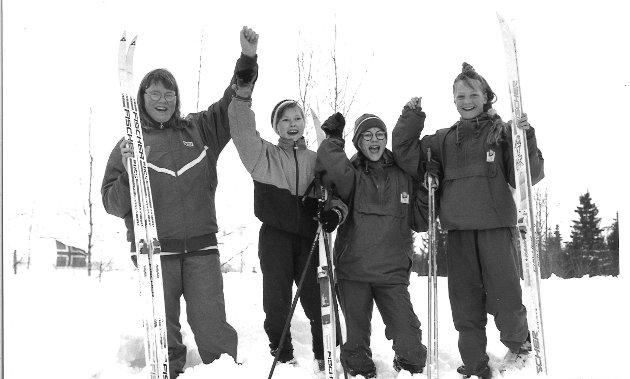 Langrenn 93/94: Sannes jentelag i 4.-6.klasse vant Solheimstafetten for tredje gang på rappen. På laget jubler, fra venstre, Inger Marit Haugen, Inga Marie Sterud, Silje Halden Johannessen og Hilde Hoff. 11.03.94