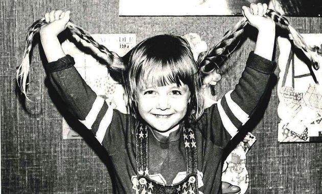 HANNE 6 ÅR: I sin Signert skriver Hanne Lund-Nilsen om hvordan hun følte og tenkte som en veldig, veldig, veldig sjenert førsteklassing. Foto: PRIVAT