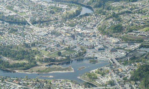 BYUTVIKLING:  Som vist i denne artikkelen kan trafikken i Hønefoss løses.  Men hvor lang tid vil det ta? spør Lise Bye Jøntvedt i dette innlegget. Foto: Frode Johansen