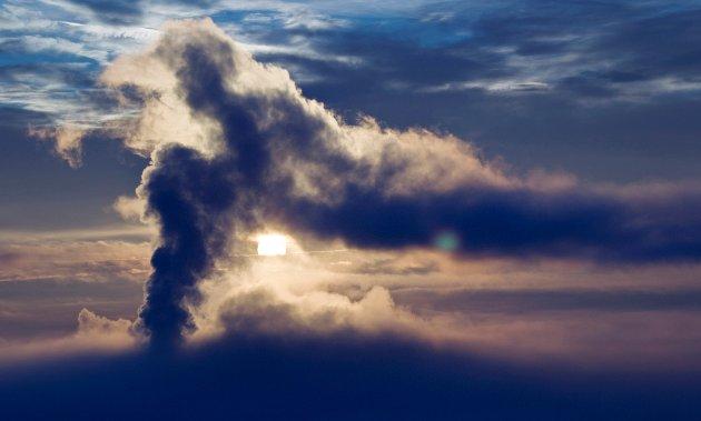 Utslippene må ned: Regjeringen har ikke prioritert å forebygge mer mot den store klima- og miljøkrisen, og dette gjør meg veldig engstelig og redd, skriver innsenderen som frykter hvordan verden vil se ut i framtiden hvis vi ikke klarer å få ned klimautslippene. Illustrasjonsfoto: NTB scanpix.