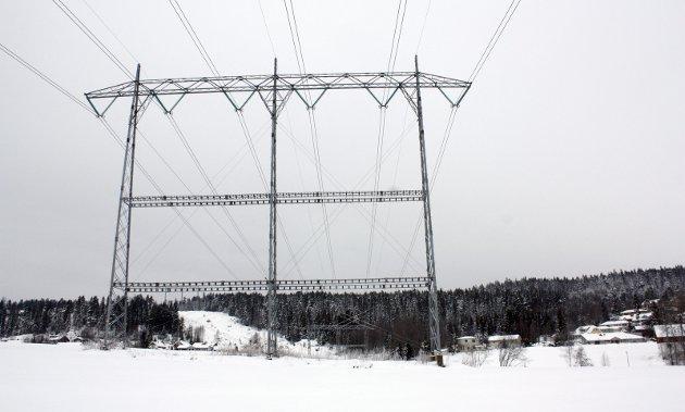 – Må ta grep: Dagens politikk for høyere strømpris rammer vanlige folk og gjør at industrien vår blir svakere, skriver Sp-lederen.Illustrasjonsfoto: Rune Fjellvang
