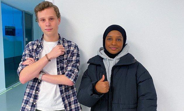 ENGASJER DEG: Elevene Andreas Langset og Samsam Abdullahi Ahmed har etablert en egen hjelpeorganisasjon Frontal Aid Generation for å vise at ungdom engasjerer seg.