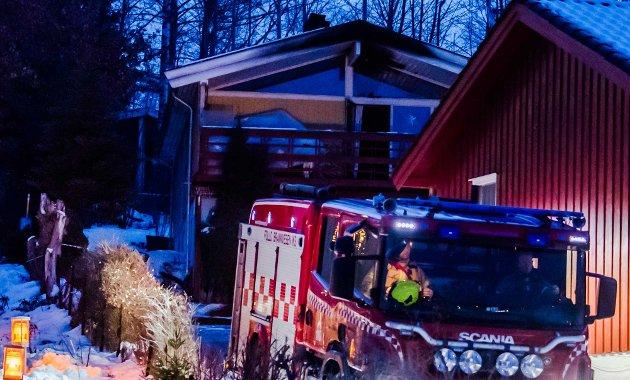 Natt til lørdag brant bolighuset i Solfallsveien i Ås. Heldigvis kom ingen til skade.